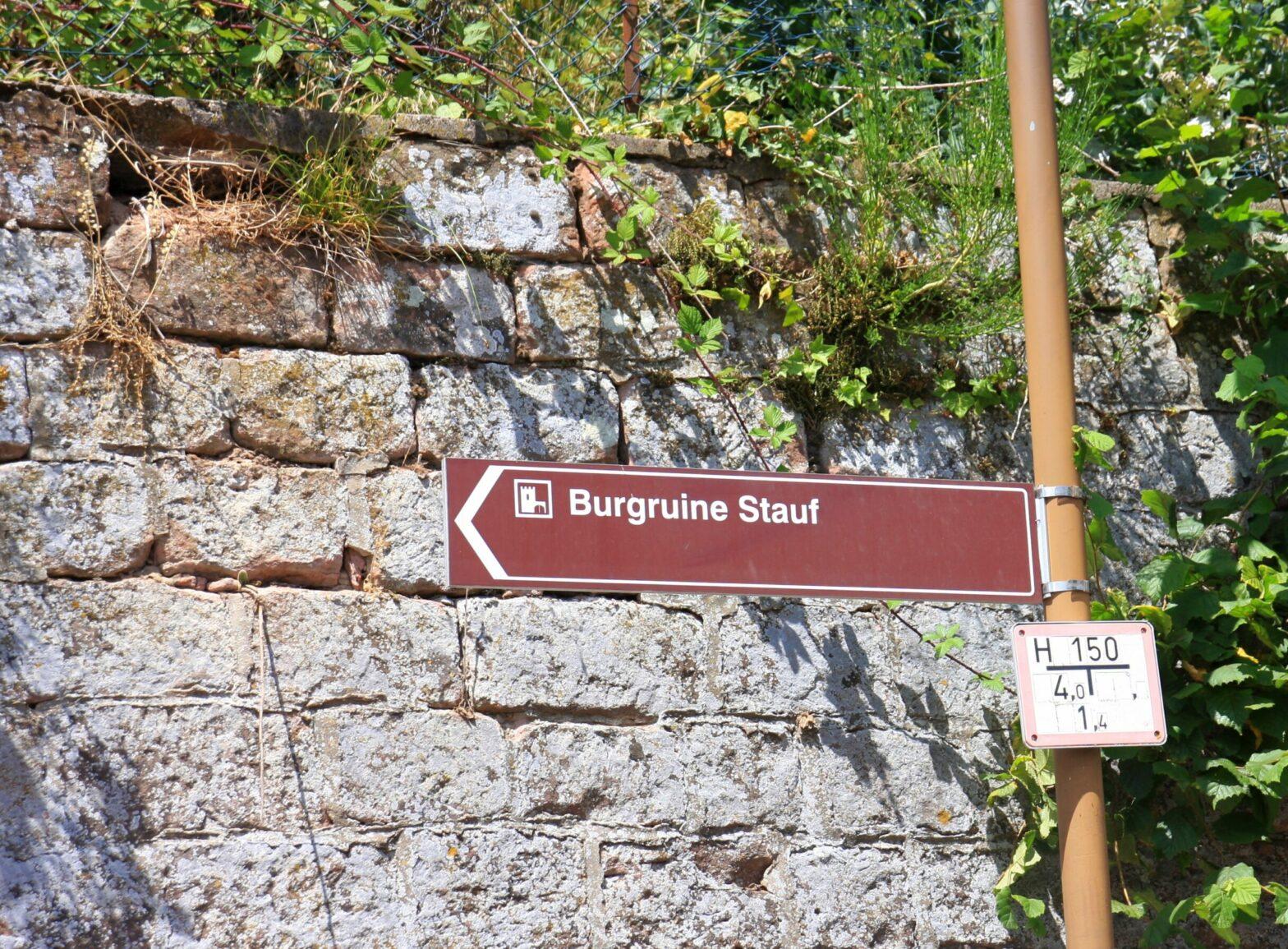 Wegweiser zur Burg Stauf